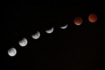 lunar-eclipse-962803_1280-1.jpg